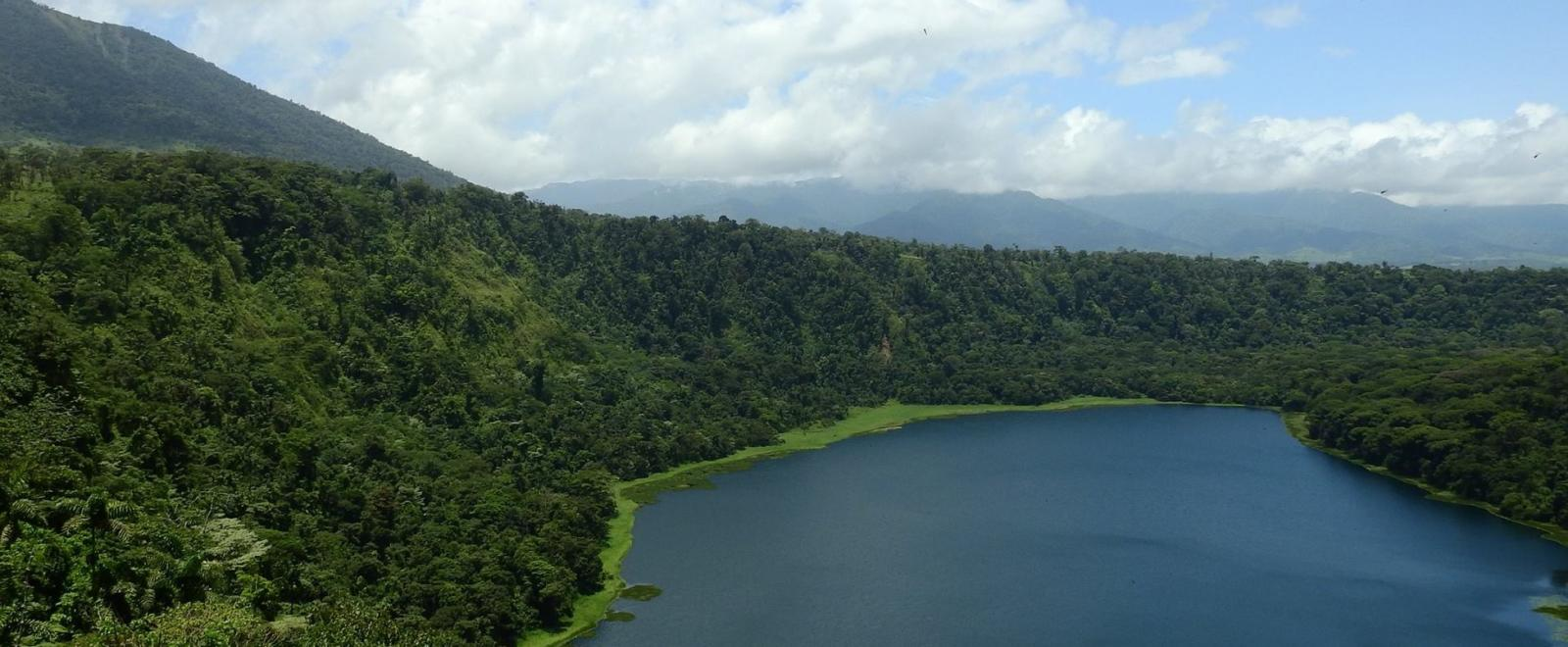 A beautiful lake scene captured by volunteers in Costa Rica on a tailor-made group trip.